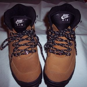Nike Brown Hiking Boots-Size 9